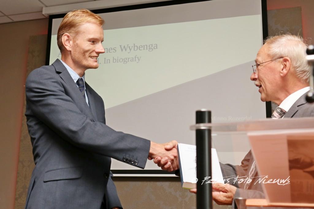 Boek presentatie biografie Anders Minnes Wybenga, getiteld; Yn eigen taal
